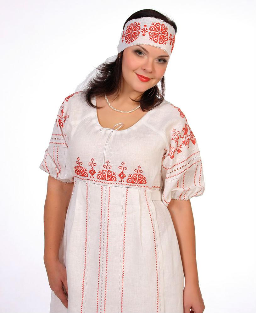 Льняное платье РоссиянкаПлатья<br>Платье Россиянка выполнена из 100% льняной ткани.<br>Пышный рукав-реглан.<br>Линия талии завышена.<br>Юбка платья украшена отлетным фартуком, который завязывается на спинке.<br>В боковых швах - карманы.<br>Композиция вышивки построена на основе старинного рисунка крестиком.<br>Дополняют вышивку летящие широкие и узкие мережки.<br>Основная вышивка - на фартуке<br><br>Белый цвет платья только до 48 размера. Размер: 50<br><br>Длина платья: Макси<br>Принадлежность: Женская одежда<br>Основной материал: Лен<br>Страна - производитель ткани: Россия, г. Пучеж<br>Вид товара: Одежда<br>Материал: Лен<br>Длина рукава: Короткий<br>Длина: 19<br>Ширина: 17<br>Высота: 9<br>Размер RU: 50