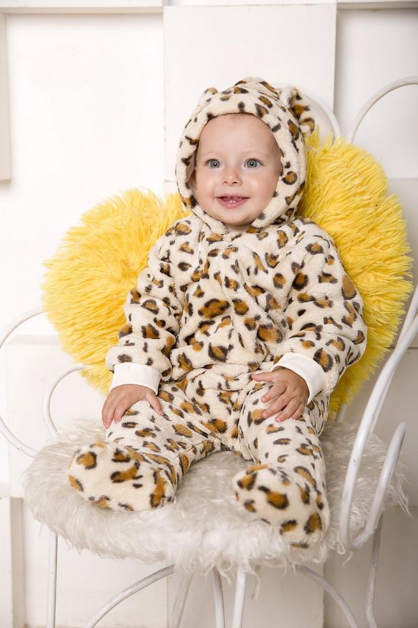 Комбинезон ФиляКомбинезоны и песочники<br>Определиться с расцветкой Вы можете здесь<br>Комбинезон  на молнии с подкладкой. Размер: 24<br><br>Принадлежность: Детская одежда<br>Возраст: Младенец (0-12 месяцев)<br>Пол: Унисекс<br>Основной материал: Велсофт<br>Страна - производитель ткани: Россия, г. Иваново<br>Вид товара: Детская одежда<br>Материал: Велсофт<br>Длина: 18<br>Ширина: 12<br>Высота: 5<br>Размер RU: 24