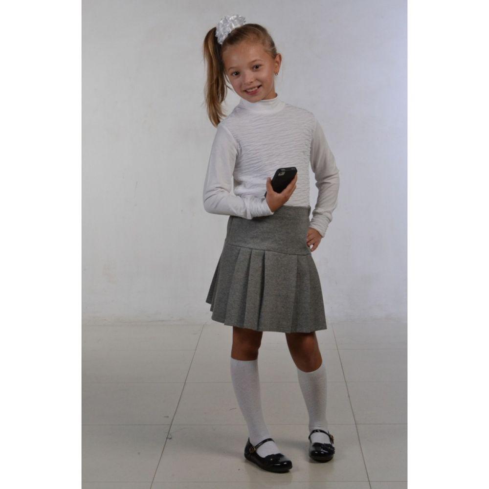 Блузка АжурБлузки<br>Блузка для девочки Ажур выполнена сборкой. Модель с воротником-стойкой и длинным рукавом. Материал: кулирка с лайкрой. Мягкий эластичный трикотаж практичен и красив.<br>Блузка расчитана на девочку младшего школьного возраста. В такой блузке можно выйти не только на прогулку, но и в гости на праздник. Сборка придает блузке оригинальности, а белый цвет подойдет абсолютно для любой комбинации с другой одеждой.<br>Детский трикотаж Ивановского производства -  это стильные вещи из экологичных материалов, которые не доставят ребенку никакого дискомфорта.<br>  Размер: 32<br><br>Принадлежность: Детская одежда<br>Возраст: Младший школьный возраст (7-10 лет)<br>Пол: Девочка<br>Основной материал: Кулирка<br>Вид товара: Детская одежда<br>Материал: Кулирка с лайкрой<br>Состав: 50% вискоза, 50% полиэстер<br>Длина: 18<br>Ширина: 12<br>Высота: 2<br>Размер RU: 32