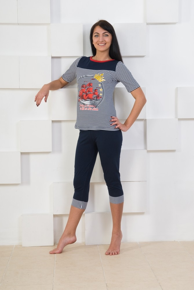 Костюм женский летний АссольЛетние костюмы<br>Лето, солнце, море - самое время подумать об обновлении своего гардероба. И мы предлагаем вам начать его с женского летнего костюма Ассоль!<br>Женский костюм сшит из качественной и практичной кулирки и представляет собой бриджи и футболку с рукавами в три четверти. Дизайн всего костюма имеет морскую тематику: футболка в полоску, в какую выполнены и манжеты на бриджах, и принт в виде корабля на груди. Костюм многофункционален: его можно надеть как на прогулку по городу, так и для выезда на природу.<br>Помимо всего этого, женский летний костюм Ассоль имеет большой размерный ряд и очень привлекательную цену, перед которыми вряд ли кто устоит&amp;amp;hellip; Размер: 52<br><br>Принадлежность: Женская одежда<br>Комплектация: Бриджи, футболка<br>Основной материал: Кулирка<br>Страна - производитель ткани: Россия, г. Иваново<br>Вид товара: Одежда<br>Материал: Кулирка<br>Сезон: Лето<br>Тип застежки: Без застежки<br>Состав: 100% хлопок<br>Длина рукава: Короткий<br>Длина: 18<br>Ширина: 12<br>Высота: 7<br>Размер RU: 52