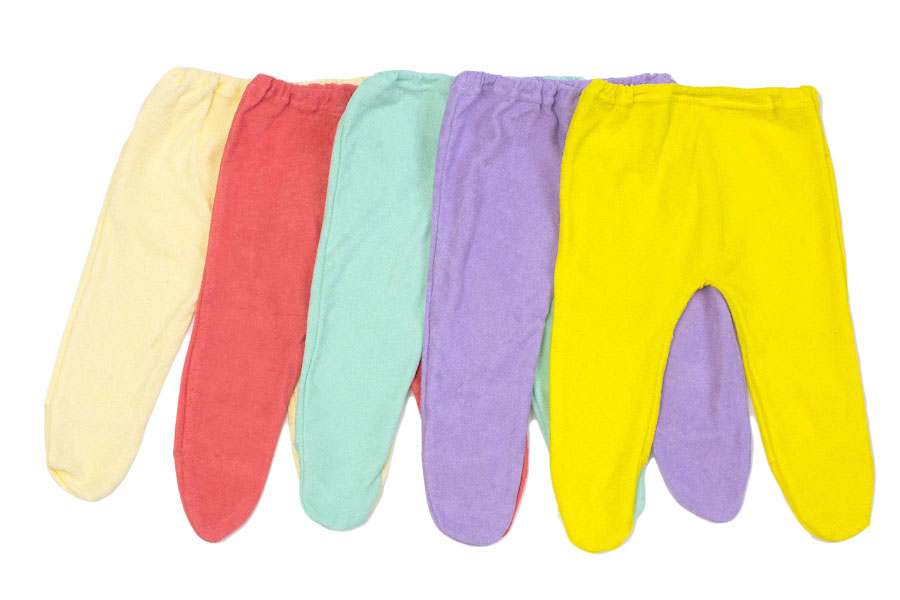 Ползунки на резинке Колобок (махра)Ползунки и штанишки<br>Определиться с расцветкой Вы можете здесь<br>Качественные и теплые вещи для новорожденного - залог хорошего самочувствия, благополучного развития и комфорта долгожданного чада.<br>Все это обеспечивают ползунки на резинке Колобок из махры. Ткань хорошо согревает, поддерживает благоприятный воздухообмен и терморегуляцию, обладает оптимальной гигроскопичностью, не сдавливает, не натирает, не вызывает аллергии. Удобный крой не ограничивает подвижность стремительно развивающегося малыша.<br>Яркие махровые ползунки Колобок на резинке легко стираются, не выцветают и отлично подходят для дома или прогулок. Невысокая цена порадует экономных родителей. Размер: 24<br><br>Производство: Закупается про запас<br>Принадлежность: Детская одежда<br>Возраст: Младенец (0-12 месяцев)<br>Пол: Унисекс<br>Основной материал: Махра<br>Страна - производитель ткани: Россия, г. Иваново<br>Вид товара: Детская одежда<br>Материал: Махра<br>Длина: 18<br>Ширина: 12<br>Высота: 2<br>Размер RU: 24