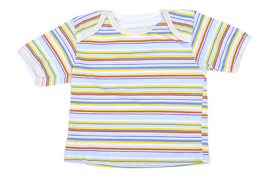Футболка с горлом Артемон (кулирка)Распашонки и кофточки<br>Определиться с расцветкой Вы можете здесь<br>Кулирка - одна из самых подходящих тканей для пошива именно детской одежды. А знаете, почему? Потому что она состоит из натурального хлопкового волокна, которое абсолютно гипоаллергенно и не вызывает раздражения.<br>И теперь мы хотим представить вашему вниманию детскую футболку Артемон, выполненную из натуральной кулирки. Футболка имеет короткие рукава, которые, как и горловина, обработаны окантовкой. Ее нежная детская расцветка понравится как вам, так и вашему малышу, и она одинаково подходит и мальчикам и девочкам.<br>Вас также немало обрадует тот факт, что вы можете приобрести детскую футболку Артемон по очень низкой цене! Размер: 26<br><br>Производство: Закупается про запас<br>Принадлежность: Детская одежда<br>Возраст: Младенец (0-12 месяцев)<br>Пол: Унисекс<br>Основной материал: Кулирка<br>Страна - производитель ткани: Россия, г. Иваново<br>Вид товара: Детская одежда<br>Материал: Кулирка<br>Длина: 18<br>Ширина: 12<br>Высота: 2<br>Размер RU: 26