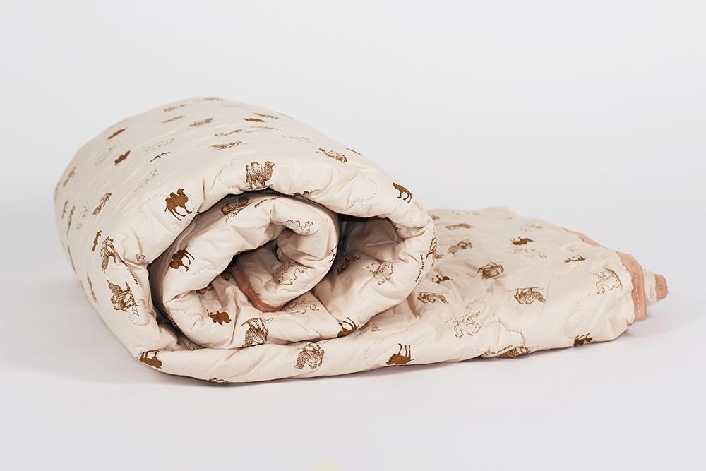 Одеяло зимнее Фантазия (верблюжья шерсть, тик) 1,5 спальный (140*205)Верблюжья шерсть<br>До зимы еще далеко, а вы уже беспокоитесь о том, что будет греть вас ночью? Одеяло Верблюжья шерсть раз и навсегда избавит вас от этих переживаний!   Данное одеяло, как вы уже догадались, имеет наполнитель из верблюжьей шерсти, которая обладает такими же теплоизоляционными свойствами, как и привычный вам лебяжий пух. Однако, помимо этого свойства, верблюжья шерсть имеет много других: например, она оказывает благоприятное воздействие на ваши суставы, пока вы спите.  Чехол одеяла Верблюжья шерсть сшит из тика, плотного материала, который способен на протяжении долгого времени надежно удерживать наполнитель внутри одеяла.   Верблюжья шерсть содержит вещество под названием ланонин (животный воск), которое при температуре свыше 36-37 градусов Цельсия впитывается в кожу и оказывает на нее благоприятное воздействие. Так же верблюжья шерсть не электризуется и лучше других снимает статическое напряжение.<br>1,5 спальное (140*205) 2 спальное (172*205) Евро-1 (200*220) Размер: 1,5 спальный (140*205)<br><br>Уход за вещами: Стирка запрещена, только химчистка<br>Тип одеяла: Премиум<br>Принадлежность: Для дома<br>По назначению: Повседневные<br>Наполнитель: Верблюжья шерсть<br>Основной материал: Тик<br>Страна - производитель ткани: Россия, г. Иваново<br>Вид товара: Одеяла и подушки<br>Материал: Тик<br>Сезон: Зима<br>Плотность: 300 г/кв. м.<br>Толщина одеяла: Стандартное (от 300 до 500 гр/кв.м)<br>Длина: 48<br>Ширина: 38<br>Высота: 20<br>Размер RU: 1,5 спальный (140*205)