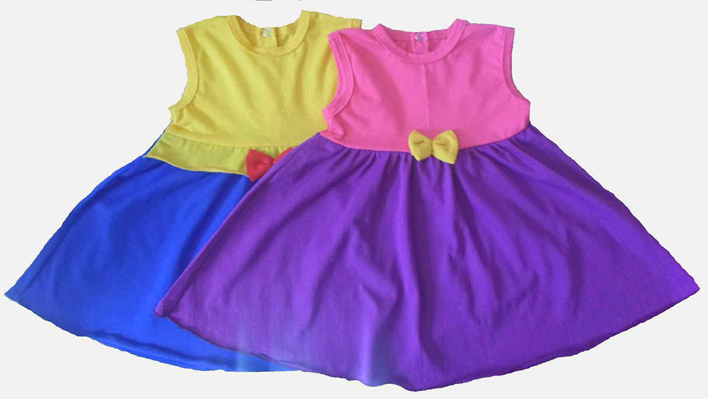 Платье детское Малышка (кулирка)Платья<br>Выбор гардероба для детишек постарше - непростая задача, ведь помимо функциональности необходимо учитывать еще и предпочтения подрастающей модницы.<br>Детское платье Малышка из кулирки порадует девочек до шести лет. Яркий дизайн сочетается с хорошим качеством, свойственным этой ткани. Кулирка - легкий, неприхотливый и практичный материал, в котором ребенок сможет чувствовать себя максимально комфортно, а родителям не придется беспокоиться о сохранности вещи.<br>Детские платья Малышка удивят выбором расцветок и доступной стоимостью. Обязательно обратите на него внимание, чтобы порадовать любимую дочь! Размер: 24<br><br>Производство: Закупается про запас<br>Принадлежность: Детская одежда<br>Возраст: Дошкольник (1-6 лет)<br>Пол: Девочка<br>Основной материал: Кулирка<br>Страна - производитель ткани: Россия, г. Иваново<br>Вид товара: Детская одежда<br>Материал: Кулирка<br>Длина: 19<br>Ширина: 12<br>Высота: 5<br>Размер RU: 24