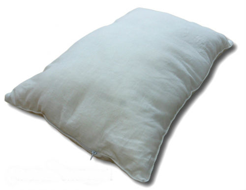 Подушка Амелия (лен, бамбук) 60*60Бамбук<br>Наперник льняной подушки изготовлен из 50% льна, с добавлением 50% хлопка.<br><br>Лен хорошо впитывает влагу и одновременно быстро отдает ее, высыхает. Он обеспечивает хорошую вентиляцию кожи и способен отводить тепло с ее поверхности как во влажной, так и в сухой среде. Изделия изо льна прекрасно хранятся, хорошо переносят температурные перепады и самые жесткие стирки, после чего становятся мягче, белее и больше льнут к телу.<br><br>Наполнитель бамбуковое волокно, используемый в данной модели, гипоаллергенен (не вызывает аллергических реакций), не токсичен, мягок и приятен на ощупь.<br><br>Внимание! При заказе данного товара - сроки сбора Вашего заказа могут увеличиться на несколько дней. Размер: 60*60<br><br>Принадлежность: Для дома<br>По назначению: Повседневные<br>Наполнитель: Бамбуковое волокно<br>Основной материал: Лен<br>Страна - производитель ткани: Россия, г. Шуя<br>Вид товара: Одеяла и подушки<br>Материал: Лен<br>Сезон: Круглогодичный<br>Длина: 49<br>Ширина: 33<br>Высота: 20<br>Размер RU: 60*60