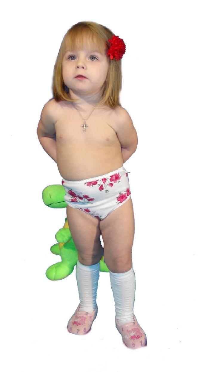 Трусы детские АвгустТрусы<br>Для особо чувствительной детской кожи всегда выбирайте одежду из мягких и экологически чистых тканей, которые не вызывают аллергии и не травмируют кожу. Например, кулирка очень бережно относится к детской коже, в чем вы сможете убедиться, если приобретете детские трусики Август.<br>Данная модель имеет очень мягкую текстуру, которая довольно приятна на ощупь, она не вызывает зуда даже после продолжительной носки. Эти трусики также имеют симпатичную расцветку и красивую отделку по краям.<br>Трусики Август предназначены для девочек дошкольного возраста - от года до шести лет, а в каталоге они представлены в широкой размерной сетке.  Размер: 28<br><br>Производство: Закупается про запас<br>Принадлежность: Детская одежда<br>Возраст: Подростковый возраст (11-17 лет)<br>Пол: Девочка<br>Основной материал: Кулирка<br>Страна - производитель ткани: Россия, г. Иваново<br>Вид товара: Детская одежда<br>Материал: Кулирка<br>Состав: 100% хлопок<br>Длина: 8<br>Ширина: 6<br>Высота: 2<br>Размер RU: 28