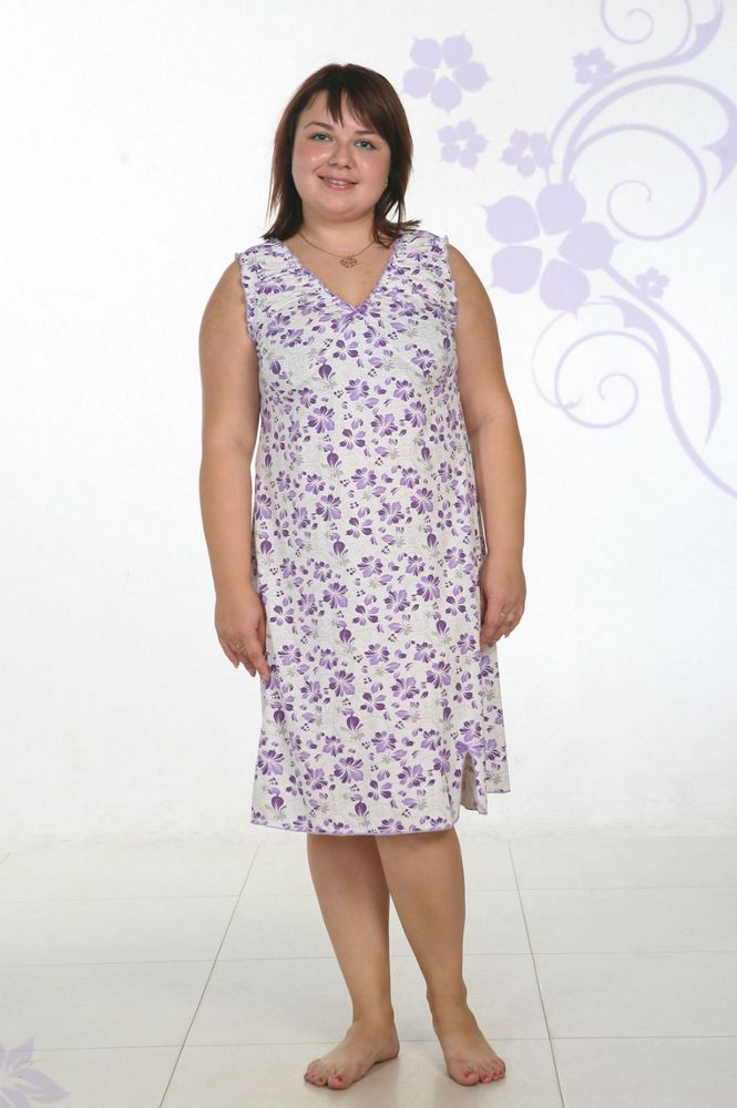 Ночная сорочка АнтонинаСорочки и ночные рубашки<br>Ночная сорочка женская из кулирки. На переднем полотнище два подреза подгрудью. Внизу сбоку - разрез. Горловина, проймы и низ сорочки обметаны. Горловина и проймы собраны на резинку. На груди и в конце разреза - отделочные бантики из атласной ленты.  Размер: 54<br><br>Принадлежность: Женская одежда<br>Основной материал: Кулирка<br>Страна - производитель ткани: Россия, г. Иваново<br>Вид товара: Одежда<br>Материал: Кулирка<br>Состав: 100% хлопок<br>Длина рукава: Без рукава<br>Длина: 18<br>Ширина: 12<br>Высота: 7<br>Размер RU: 54