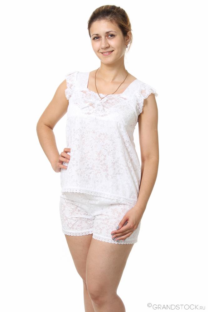 Пижама женская Ася (батист)Пижамы<br>Батист - одна из самых тонких и легких тканей, она изготавливается из натурального хлопкового волокна. Вещи из батиста обычно имеют изысканный внешний вид, а также носятся с абсолютным комфортом.<br>А женская пижама Ася как раз выполнена из этой хлопковой ткани с нежным ажурным узором. Пижама состоит из майки и коротких шорт. Майка имеет квадратный вырез и толстые бретели, которые украшены дополнительной ажурной отделкой. <br>Данная женская пижама хорошо подходит для теплых летних ночей, ткань не натирает кожу и не вызывает раздражения. А приобрести пижаму Ася вы можете в одной из трех расцветок.  Размер: 56<br><br>Принадлежность: Женская одежда<br>Основной материал: Батист<br>Страна - производитель ткани: Россия, г. Иваново<br>Вид товара: Одежда<br>Материал: Батист<br>Тип застежки: Без застежки<br>Длина рукава: Без рукава<br>Длина: 18<br>Ширина: 12<br>Высота: 7<br>Размер RU: 56