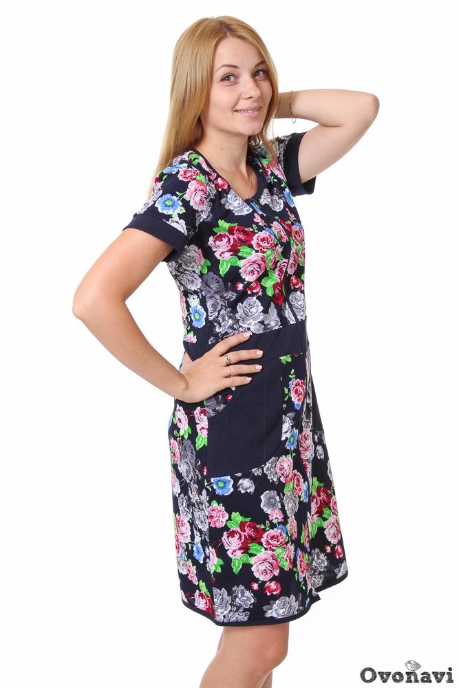 Халат женский АннаЛегкие халаты<br>Женские халаты - совершенно особый вид одежды. К его выбору женщина всегда подходит очень критично, оценивает и сравнивает все особенности, просматривая десятки вариантов. Потому что в халате должно быть не просто комфортно &amp;amp;mdash; в нем хочется ощущать себя красивой. Отличный пример такой одежды &amp;amp;mdash; женский халат Анна.<br>Модель выполнена из мягкого хлопкового материала &amp;amp;mdash; кулирки. Ее натуральный состав гарантирует высокую воздухопроницаемость, легкость и впитываемость. Ткань приятно прилегает к телу совершенно не сковывает движений. Вы можете носить такой халат целый день &amp;amp;mdash; любые домашние дела будут по силам! При этом высокое качество материала обеспечивает полную сохранность изделия после многочисленных стирок.<br>Фасон халата прост и изящен: приталенный силуэт, средняя длина и удобные короткие рукава. По бокам &amp;amp;mdash; удобные карманы, в которые можно сложить любые мелочи. Застегивается халат на молнию, что также является неоспоримым плюсом. Обратите внимание на красочный дизайн: насыщенная, оригинальная цветочная расцветка выглядит очаровательно, придавая вашему домашнему образу еще больше женственности.<br>В женском халате Анна вы можете не только легко управляться с любыми бытовыми делами, но и встречать гостей &amp;amp;mdash; благодаря изящному крою и яркой расцветке. Широкий размерный ряд позволит без проблем подобрать модель на любую фигуру, а выгодная цена приятно порадует при покупке! Размер: 52, Чернильный<br><br>Производство: Производится про запас<br>Принадлежность: Женская одежда<br>Основной материал: Кулирка<br>Страна - производитель ткани: Россия, г. Иваново<br>Вид товара: Одежда<br>Материал: Кулирка<br>Сезон: Лето<br>Тип горловины: Круглый вырез<br>Обработка: Низ изделия и горловина обработаны окантовкой в 3,5 cм<br>Тип рукава: Втачной с приталенными планками<br>Тип застежки: Молния<br>Другие особенности: Втачные карманы на нижней части полочки из боковых швов