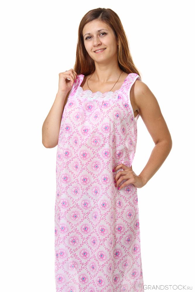 Ночная сорочка КлематисСорочки и ночные рубашки<br>Тонкая и легкая одежда для сна - настоящая находка для лета. Порадовать себя можно, купив ночную сорочку Клематис.<br>Основной материал для пошива - тонкий натуральный ситец. Хлопчатобумажная ткань комфортна и приятна телу. Легкая и воздушная, она отлично вентилируется, не парит и не липнет к коже. Ситец хорошо поглощает влагу, после чего быстро ее отдает. Нежный материал подходит чувствительной коже. Яркие краски не блекнут долгое время. Еще одно преимущество ситца - стабильность формы.<br>Доступная цена ночной сорочки Клематис позволяет приобрести ее, не беспокоясь о семейном бюджете.  Размер: 58<br><br>Принадлежность: Женская одежда<br>Основной материал: Ситец<br>Страна - производитель ткани: Россия, г. Иваново<br>Вид товара: Одежда<br>Материал: Ситец<br>Состав: 100% хлопок<br>Длина рукава: Без рукава<br>Длина: 18<br>Ширина: 12<br>Высота: 7<br>Размер RU: 58