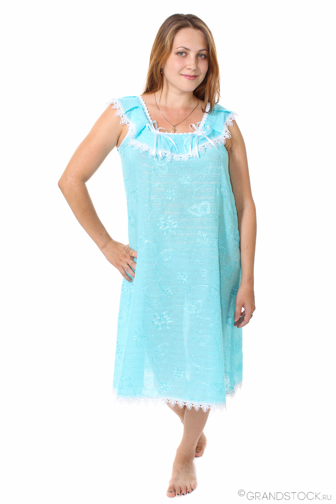 Сорочка женская МальвинаСорочки и ночные рубашки<br>Не любите пижамные комплекты, которые все равно ощущаются на теле и мешают расслабиться? Возможно, ваш вариант - женская сорочка Мальвина с кокетливой отделкой.<br>Материал - тонкий и полупрозрачный батист, изготовленный переплетением тончайших хлопковых нитей с синтетическими примесями для прочности и улучшения эксплуатационных свойств. Гипоаллергенная ткань не приводит к раздражению, приятна коже, а заодно - отлично смотрится и дешево стоит. Батист чаще используется именно для ночной или летней одежды.<br>Женская сорочка Мальвина - это просторный и свободный крой, благодаря которому ее наличие практически не ощущается. Она не сковывает движений, не давит и не жмет, позволяя полностью расслабиться.<br> Размер: 44<br><br>Принадлежность: Женская одежда<br>Основной материал: Батист<br>Страна - производитель ткани: Россия, г. Иваново<br>Вид товара: Одежда<br>Материал: Батист<br>Длина рукава: Без рукава<br>Длина: 18<br>Ширина: 12<br>Высота: 7<br>Размер RU: 44
