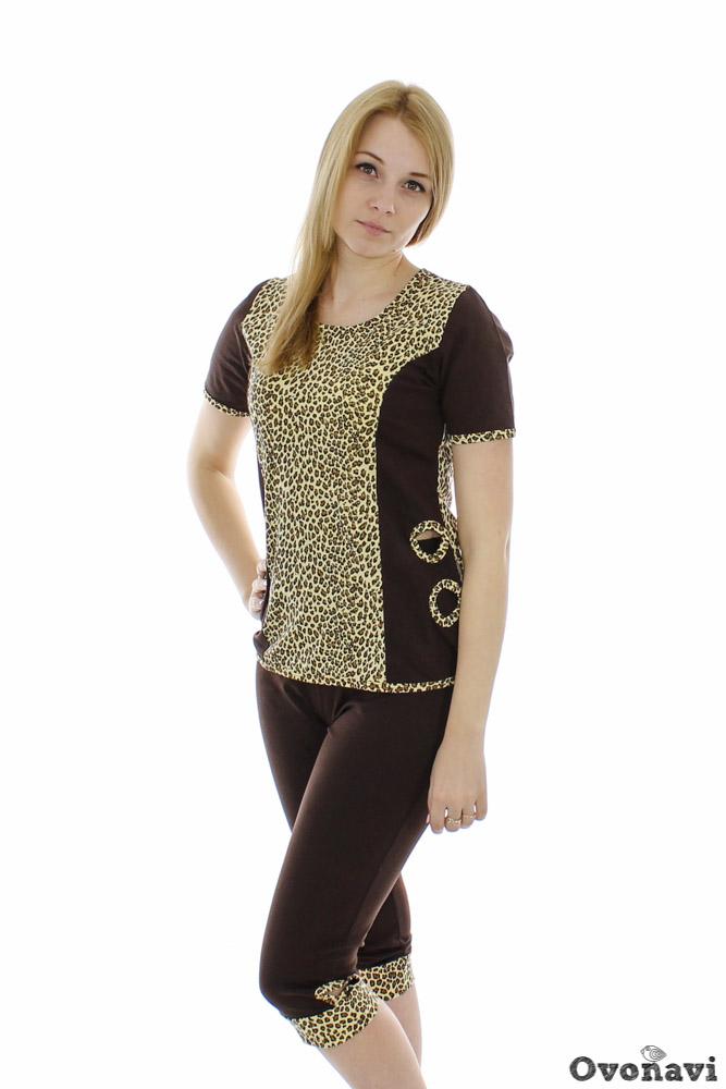 Костюм женский Тамара леопардЛетние костюмы<br>Можно ли найти одежду, которая сочетала бы в себе удобство домашнего наряда и женственность вещей, которые мы выбираем для прогулок и встреч с друзьями? Конечно, можно! Яркий пример - женский костюм Тамара леопард!<br>Легкий летний женский костюм выполнен из качественного кулирного полотна, в состав которого входит стопроцентный хлопок. Благодаря этому преимуществу вещи из кулирки позволяют коже дышать, не вызывают аллергии и позволяют чувствовать себя комфортно весь день. Данный костюм состоит из футболки и бриджей; оригинальная расцветка сочетает в себе однотонный фон со стилизованными вставками.<br>Костюм Тамара леопард предлагается в разных размерах, подойдет женщинам любого возраста, а главное, позволит своей обладательнице выглядеть прекрасно - как дома, так и на прогулке. Размер: 44, Коричневый<br><br>Производство: Производится про запас<br>Принадлежность: Женская одежда<br>Комплектация: Бриджи, футболка<br>Основной материал: Кулирка<br>Страна - производитель ткани: Россия, г. Иваново<br>Вид товара: Одежда<br>Материал: Кулирка<br>Сезон: Лето<br>Тип горловины: Овальный вырез<br>Обработка: Низ рукавов, горловина, отверстия на футболке и на бриджах обработаны окантовкой из набивной ткани в 3,5 см<br>Другие особенности: Декоративные отверстия на боках футболки и по низу бридж<br>Длина рукава: Короткий<br>Длина: 18<br>Ширина: 12<br>Высота: 7<br>Размер RU: 44, Коричневый