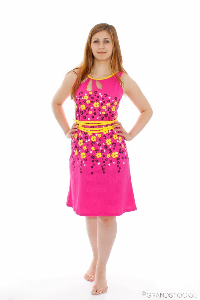 Платье женское РомансПлатья<br>Каждый год лето встречает нас ярким солнцем и теплом, а мы его - легкими и стильными нарядами. И в этом году мы предлагаем Вам встретить лето в новом женском платье Романс, представленном в нашем каталоге.   Модель выполнена в светлой расцветке с ярким принтом и вырезами-капельками на груди, что отмечается последними модными трендами этого сезона. Но летом, как никогда, важно чувствовать себя комфортно - и это легко удастся вам благодаря удобному фасону укороченной длины и ткани, которая позволяет коже дышать.  Кроме того, платье Романс прослужит вам не один сезон, и Вы будете носить его с радостью долгое время!<br>Отличительные особенности модели:<br>Молодежное платье приталенного силуэта без рукава. Горловина платья украшена зовораживающими капельками. Силуэт выгодно подчеркивает пояс, игриво завязанный на талии, контрастного цвета, а дизайнерский принт делает модель соответствующей всем мировым модным тенденциям. Размер: 48<br><br>Принадлежность: Женская одежда<br>Основной материал: Кулирка<br>Страна - производитель ткани: Россия, г. Иваново<br>Вид товара: Одежда<br>Материал: Кулирка<br>Сезон: Лето<br>Длина рукава: Без рукава<br>Длина: 18<br>Ширина: 12<br>Высота: 7<br>Размер RU: 48
