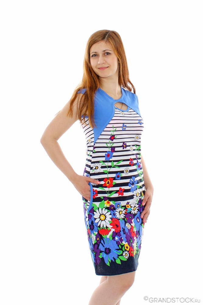 Платье женское АлвенаПлатья<br>Покупка новых вещей - простейший способ добавить красок в однообразные повседневные будни. Этот секрет знает каждая модница. Настоящей находкой станет женское платье Алвена, отличающееся буйством красок и оригинальным фасоном.<br>Цветочный рисунок в сочетании с нежным голубым оттенком создает неповторимое ощущение лета. Тонкая и легкая кулирка хорошо вентилируется, обладает оптимальной гигроскопичностью, садится по фигуре, не причиняя дискомфорт, и долгое время сохраняет первоначальный вид, не нуждаясь в сложном специфическом уходе.<br>Среди преимуществ женского платья Алвена - обширный размерный ряд и доступная цена, приятно радующая экономных покупательниц. Размер: 52<br><br>Принадлежность: Женская одежда<br>Основной материал: Кулирка<br>Страна - производитель ткани: Россия, г. Иваново<br>Вид товара: Одежда<br>Материал: Кулирка<br>Сезон: Лето<br>Тип застежки: Без застежки<br>Состав: 100% хлопок<br>Длина рукава: Без рукава<br>Длина: 18<br>Ширина: 12<br>Высота: 7<br>Размер RU: 52
