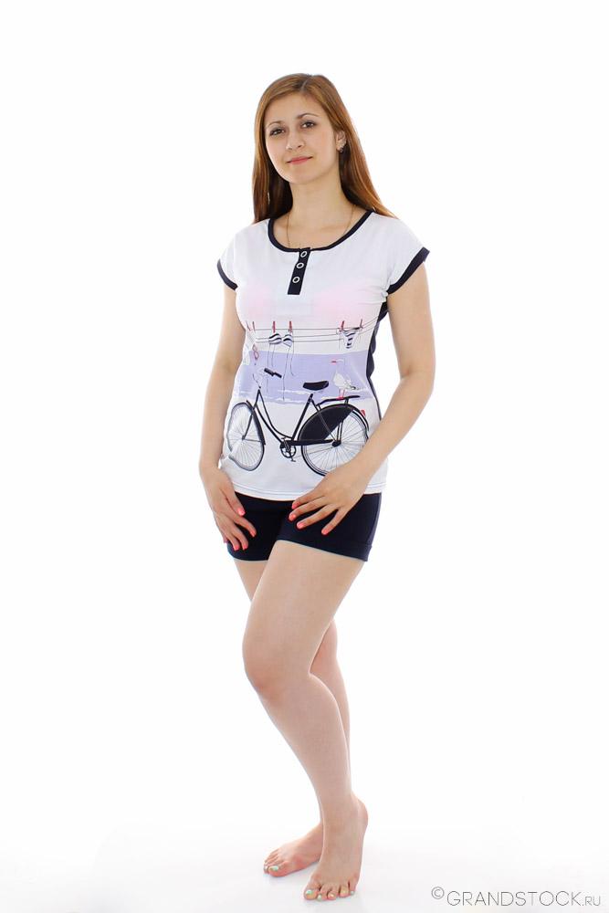 Костюм женский ЛавельЛетние костюмы<br>Идеальным костюм может быть лишь в одном случае - если он раскрывает все самые прекрасные стороны женского тела. И, пожалуй, поэтому женский костюм Лавель и можно назвать идеальным!<br>Модель, сшитая из натуральной хлопковой ткани, кулирки, очень удобна в носке. Казалось бы, что в комплекте нет ничего особенно, но именно эта простота, а также принт на футболке и окантовка под цвет шорт, делают костюм стильным.<br>Но самое главное заключается в том, что костюм не потеряет насыщенность расцветки или форму после первой же стирки, наоборот, свой первоначальный вид он сохранит надолго.  Размер: 44<br><br>Производство: Снят с производства/закупки<br>Принадлежность: Женская одежда<br>Комплектация: Шорты, футболка<br>Основной материал: Кулирка<br>Страна - производитель ткани: Россия, г. Иваново<br>Вид товара: Одежда<br>Материал: Кулирка<br>Сезон: Лето<br>Длина: 18<br>Ширина: 12<br>Высота: 7<br>Размер RU: 44