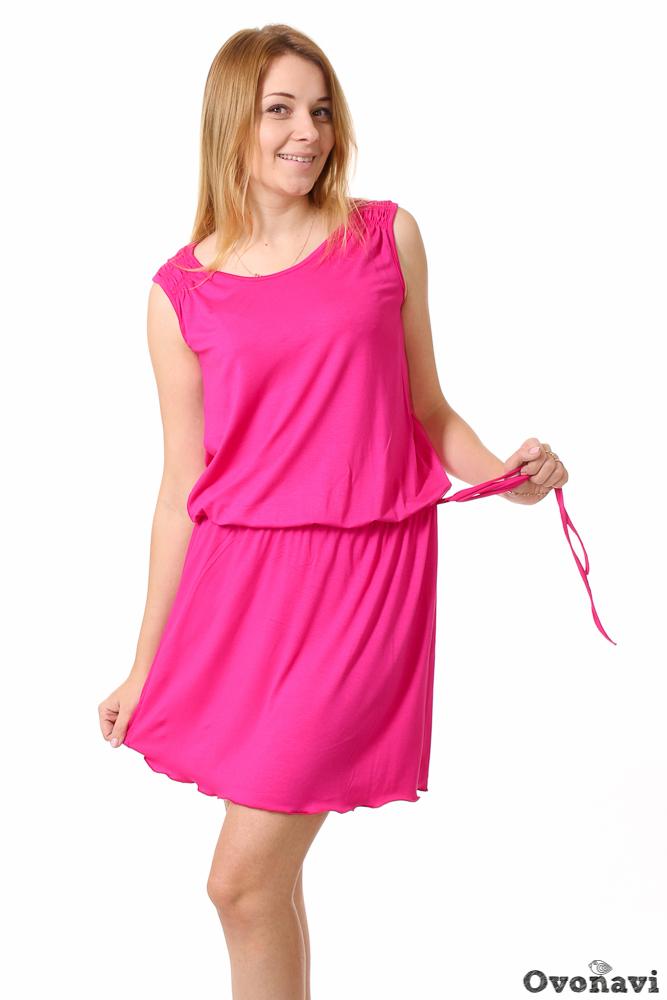 Платье женское КрисПлатья<br>Создать отличное настроение на самом деле просто &amp;amp;mdash; достаточно надеть какую-нибудь яркую вещь! Признанный факт: цвет одежды влияет на наше эмоциональное состояние. А если эта расцветка сочетается с оригинальным и изящным кроем, то настроение улучшится вдвойне. И именно к таким нарядам можно отнести женское платье Крис.<br>Изделие выполнено из тонкой невесомой вискозы с добавлением лайкры. Вискоза &amp;amp;mdash; уникальный материал, созданный из целлюлозных волокон. Она относится к синтетическим тканям, сохраняя при этом все свойства натуральных. Вискоза пропускает воздух, создавая ощущение полного комфорта &amp;amp;mdash; ведь кожа дышит на протяжении целого дня. Также стоит заметить, что вискоза не вызывает раздражения и аллергии, что особенно ценно для людей с чувствительной кожей. Лайрка в свою очередь делает материал более эластичным и прочным.<br>Модель Крис представляет собой легкое и изящное платье-тунику без рукавов. Длина платья оптимальная &amp;amp;mdash; чуть выше колена. Заниженная талия на резинке и свободный крой не только придают образу невесомость и женственность, но обеспечивают максимальное удобство при носке. Нельзя не сказать о расцветке: сочная фуксия подойдет всем без исключения, а в сочетании с различными аксессуарами позволит создать массу оригинальных образов!<br>Если Вы задумались о том, что в Вашем гардеробе не хватает яркой нотки, обратите внимание на женское платье Крис. С ним Вы сможете открыть для себя самые невероятные образы и поднять свое настроение &amp;amp;mdash; при этом без ущерба для своего кошелька!  Размер: 58<br><br>Производство: Производится про запас<br>Принадлежность: Женская одежда<br>Основной материал: Вискоза<br>Страна - производитель ткани: Россия, г. Иваново<br>Вид товара: Одежда<br>Материал: Вискоза с лайкрой<br>Тип горловины: Круглый вырез<br>Обработка: Горловина и пройма обработаны окантовкой<br>Тип застежки: Без застежки<br>Другие особенности: Завязки из бокового шва<br>