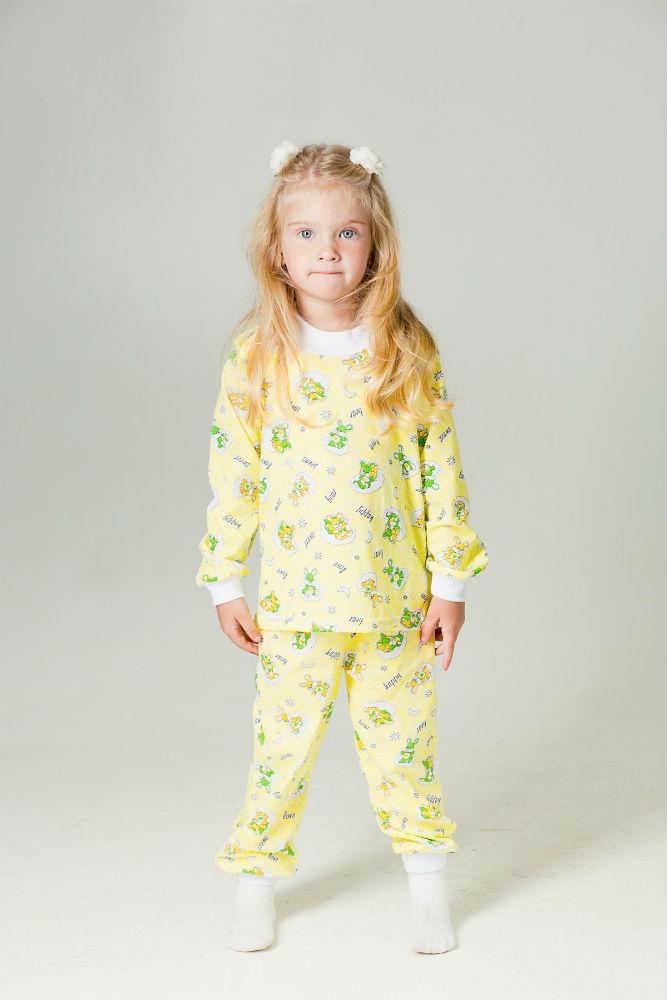 Пижама детская ВероникаПижамы<br>Мягкая - вот какой должна быть детская пижама, чтобы ребенок спал в ней с полным чувством комфорта и видел только самые яркие и приятные сны. И именно это можно сказать о детской пижаме Вероника.  Модель, предназначенная для девочек младшего школьного возраста, сшита из кулирки, хлопковой ткани с довольно приятной текстурой и абсолютной гипоаллергенностью. Она состоит из удобной водолазки с длинными рукавами и не менее удобных штанишек прямого кроя; и водолазка, и штаны имеют манжеты.   Не меньше, чем удобный фасон, вашему ребенку понравится и нежная расцветка детской пижамы Вероника с интересными и забавными рисунками.    Размер: 26<br><br>Принадлежность: Детская одежда<br>Возраст: Младший школьный возраст (7-10 лет)<br>Пол: Девочка<br>Основной материал: Кулирка<br>Страна - производитель ткани: Россия, г. Иваново<br>Вид товара: Детская одежда<br>Материал: Кулирка<br>Длина: 15<br>Ширина: 13<br>Высота: 3<br>Размер RU: 26