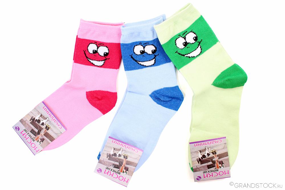 Носки женские Смайлики (упаковка 12 штук) 37-41Носки<br>Быть все время серьезной - это очень вредно! Позвольте себе иногда хоть в чем-то быть веселой.   Женские носки Смайлики отличаются не только комфортом, которые они способны подарить вам во время носки (а это действительно так, ведь в составе носков находится натуральное хлопковое волокно, обладающее вентилирующим свойством), но еще и очень забавным дизайном. Помимо яркой и стойкой цветовой гаммы данные носочки имеют изображения забавных смайликов.   Носки Смайлики продаются в комплекте, в котором вы сможете обнаружить целых двенадцать пар качественных носков в четырех различных расцветках и с четырьмя различными смайликами!<br>Состав: 80%-хлопок / 20%-эластан Размер: 37-41 Цвет: разный (в упаковке 4 расцветки) Размер: 37-41<br><br>Принадлежность: Женская одежда<br>Основной материал: Хлопок<br>Страна - производитель ткани: Россия, г. Иваново<br>Вид товара: Одежда<br>Материал: Хлопок<br>Состав: 80% хлопок, 20% эластан<br>Длина: 18<br>Ширина: 12<br>Высота: 7<br>Размер RU: 37-41