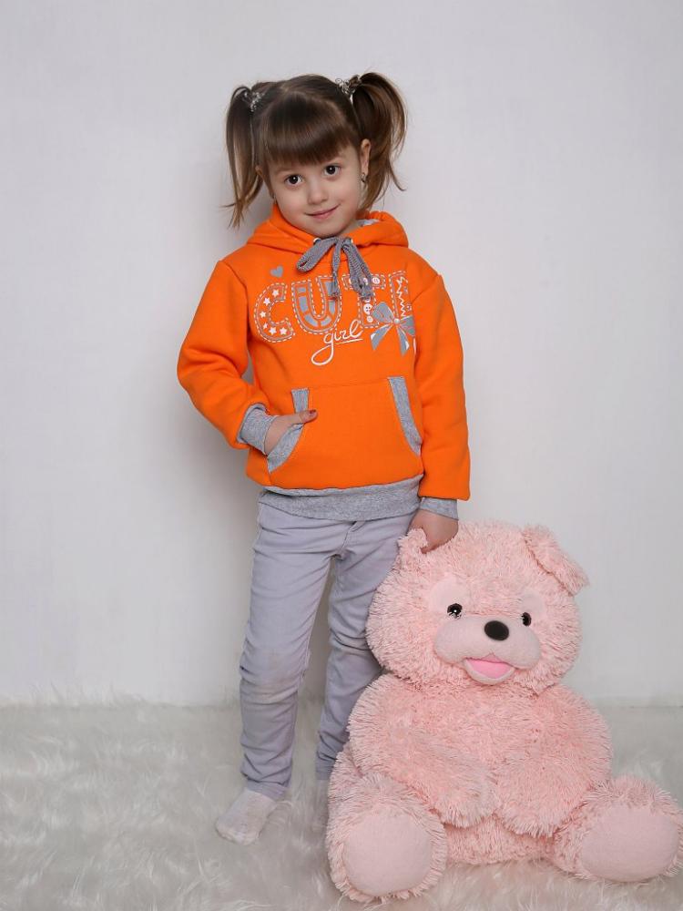 Толстовка КираТолстовки<br>Толстовка одна из самых универсальных вещей в гардеробе, теперь может появиться и у вашей малышки!<br>Детская толстовка Кира, выполненная из натурального футера, мягкая и нежная, предназначена для девочек дошкольного возраста - от года до шести лет. Эта теплая толстовка выполнена в светло-сиреневом цвете, а манжеты и шнурки - в сером. Она снабжена передним карманом и капюшоном, регулируемым с помощью шнурка.<br>Также на детской толстовке Кира имеется шелкография с надписью. Данная толстовка устойчива перед потерей цвета и формы после стирки и глажки.   Размер: 26<br><br>Принадлежность: Детская одежда<br>Возраст: Дошкольник (1-6 лет)<br>Пол: Девочка<br>Основной материал: Футер<br>Страна - производитель ткани: Россия, г. Иваново<br>Вид товара: Детская одежда<br>Материал: Футер<br>Длина: 18<br>Ширина: 12<br>Высота: 2<br>Размер RU: 26